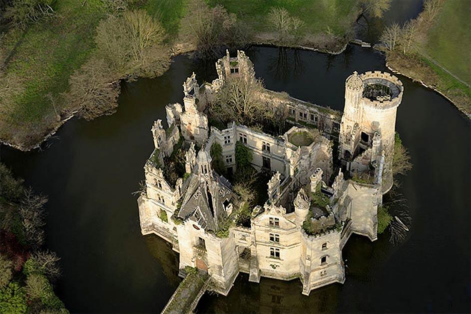 Saving the Forgotten Castle of Château de la Mothe-Chandeniers