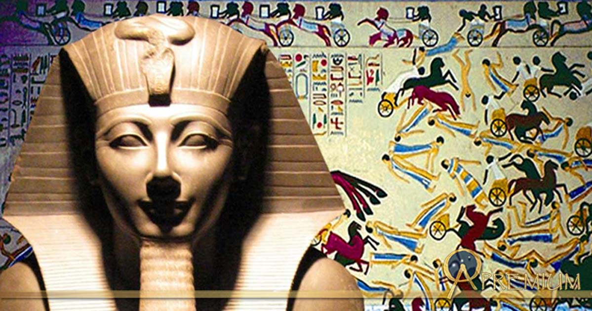 Thutmosis III statue and Ancient Egyptian military in battle