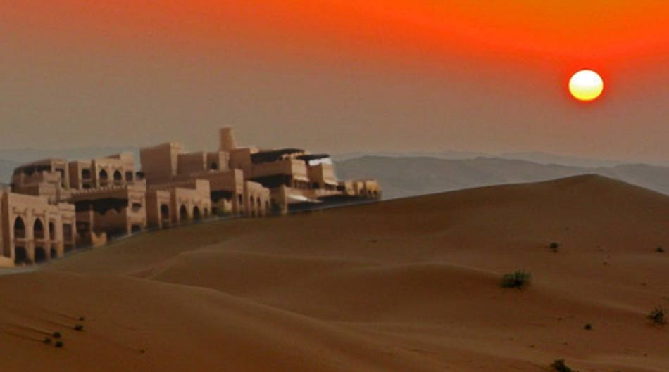 Deriv; The sands of Rub' al Khali in Saudi Arabia (CC BY-SA 3.0), and dwellings near the Liwa Oasis, UAE