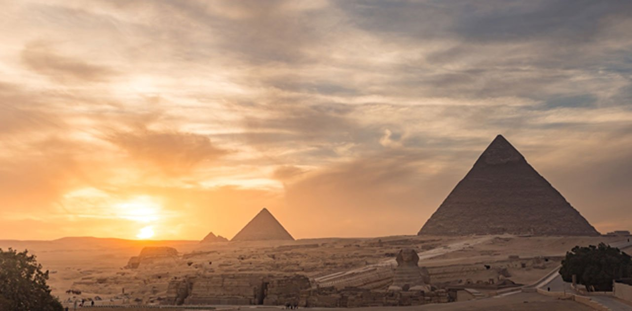 Giza pyramids where the Dixon relics were discovered. Source: kanuman / Adobe.