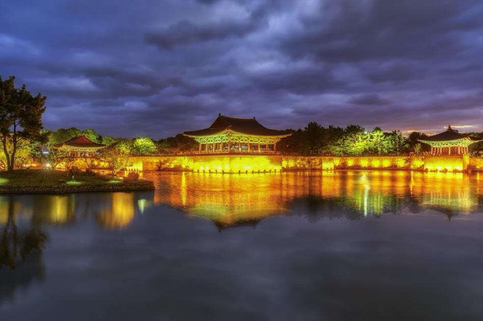 Donggung Palace and Wolji Pond at sunset   Source: ARTIT/ Adobe Stock