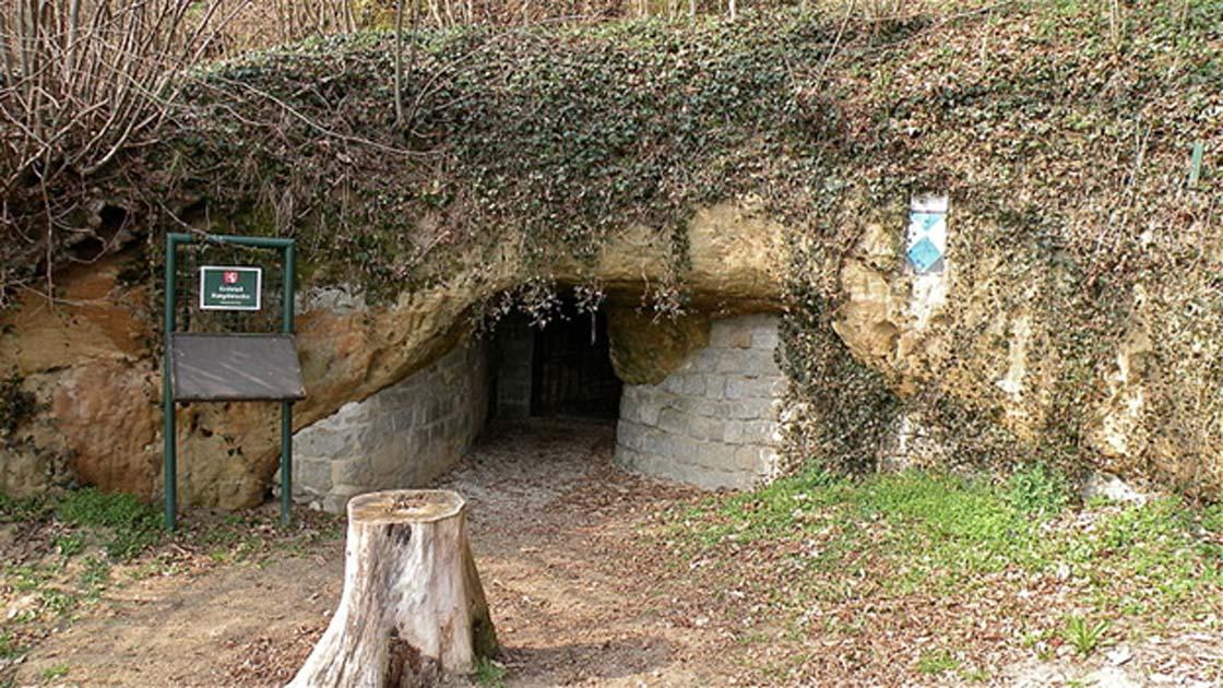 Erdstall entrance, Erdstall Ratgöbluckn, Austria