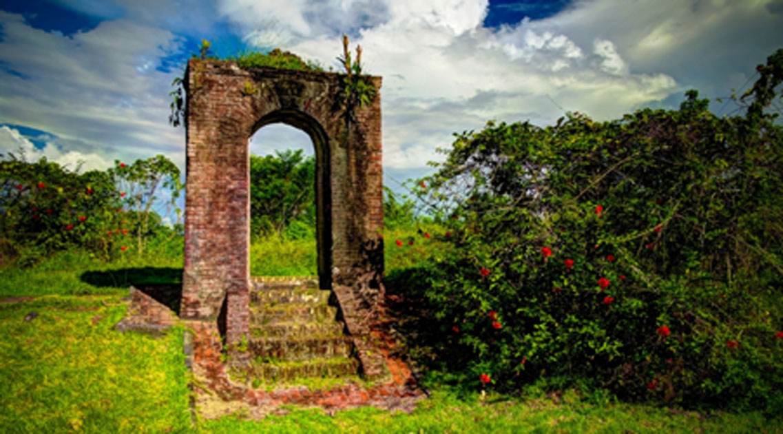 The remaining arch of Fort Kyk-Over-Al         Source: homocosmicos/ Adobe Stock