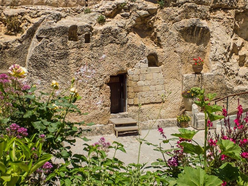 The Garden Tomb, rock tomb in Jerusalem, Israel      Source: valenizi / Adobe Stock