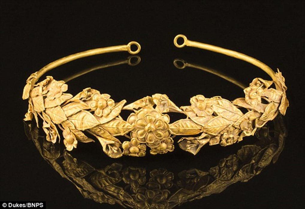 Pensioner Finds 2 300 Year Old Pure Gold Crown Under Bed