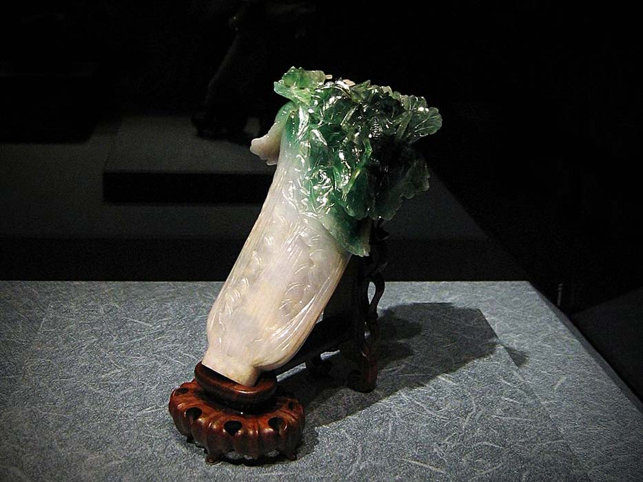 Head and Partial Torso of a Horse' Jade figure China (Han dynasty 206 BC - AD 220) Victoria & Albert Museum (CC BY-SA 2.5)