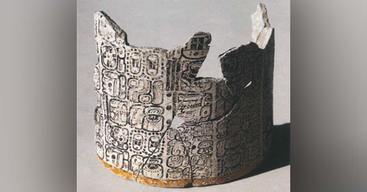 Digitized image of the Komkom Vase.