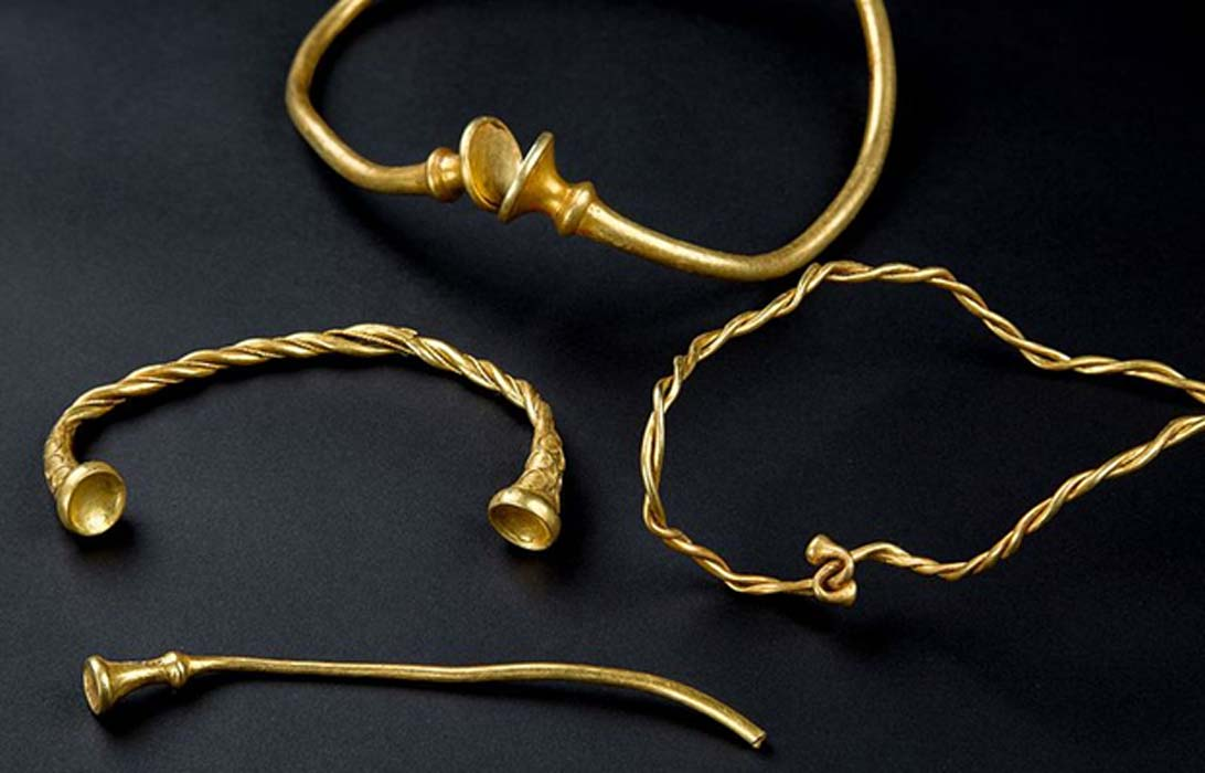 After 20 Years, Amateur Metal Detecting Friends Find the Oldest Iron Age Gold Jewelry in Britain