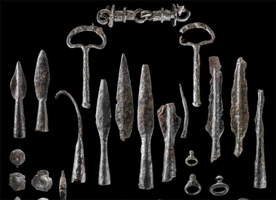 Iron Age weapons and other artifacts found at the Wildenberg Castle site in Germany.