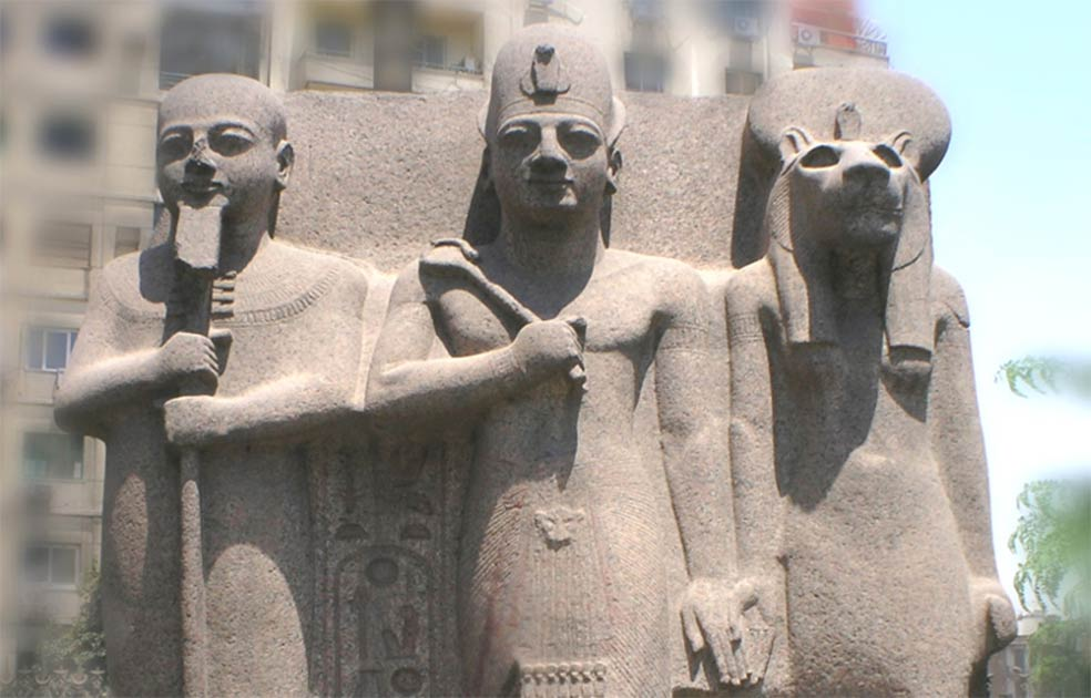 Trilogy statue of King Ramesses II, Ptah and Sekhmet. Cairo Egyptian Museum.          Source: JMCC1 / CC BY-SA 3.0
