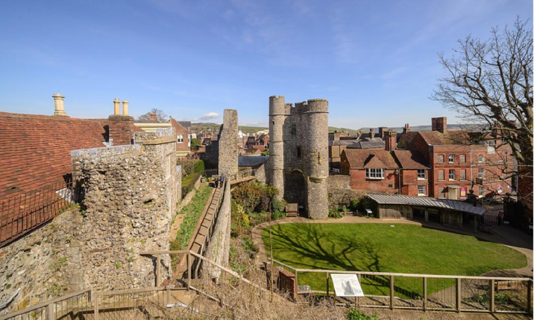 Remains of inner gatehouse (left) and barbican to Lewes Castle (right). Source: ArildV / CC BY-SA 4.0