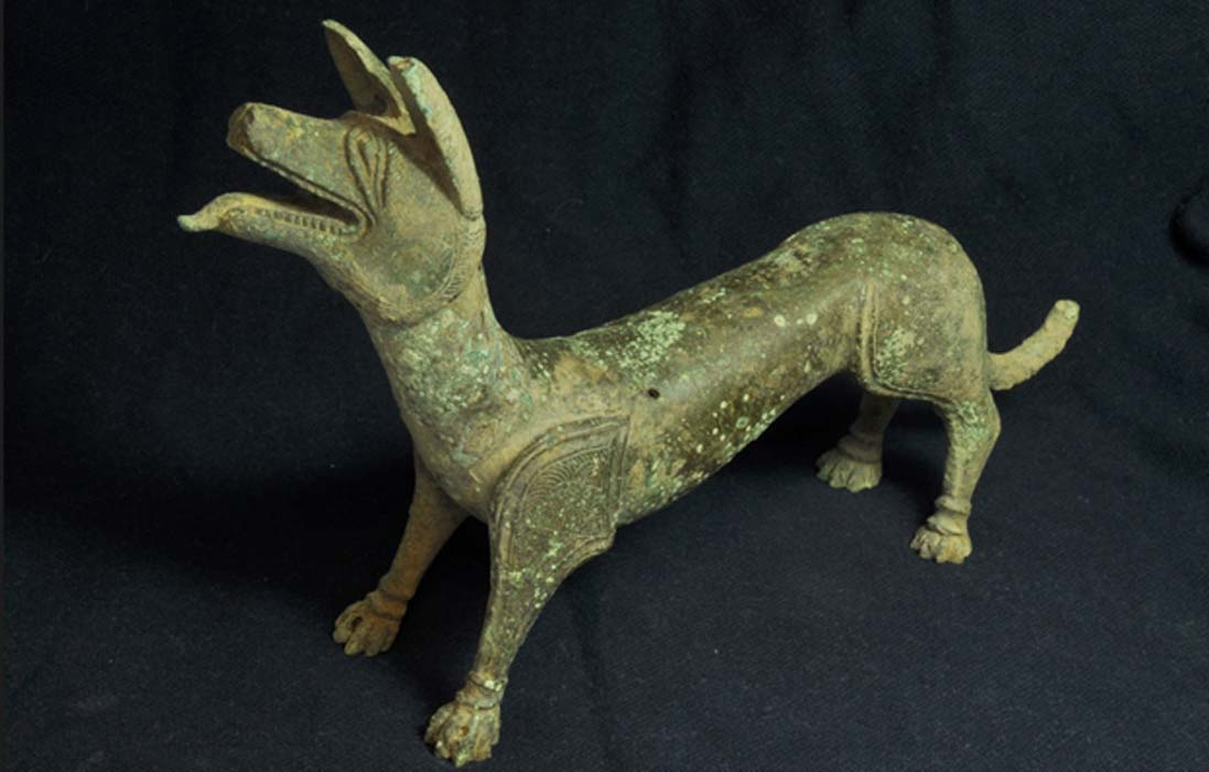 The recently unearthed 'licking dog' statue.