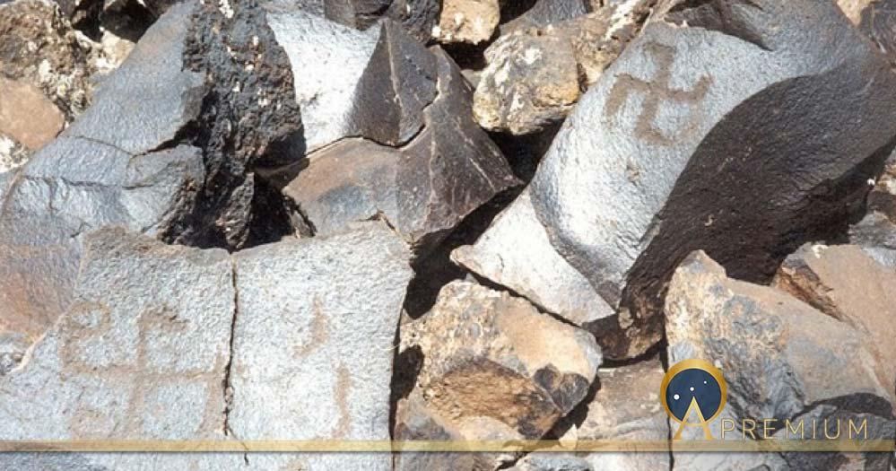 The petroglyph with swastikas, Gegham mountains, Armenia  Կարեն Թոխաթյան /CC BY-SA 4.0)