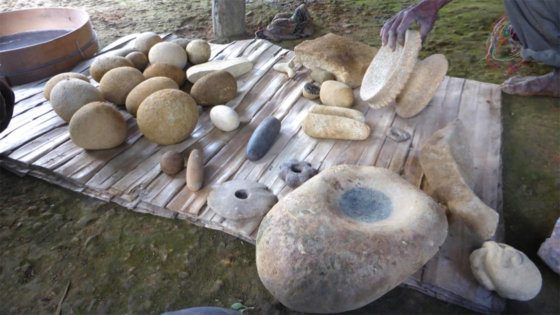 Some of the Papua New Guinea artifacts, including stone tools and art, that were dug up at the Waim dig site. Source: UNSW / Ben Shaw