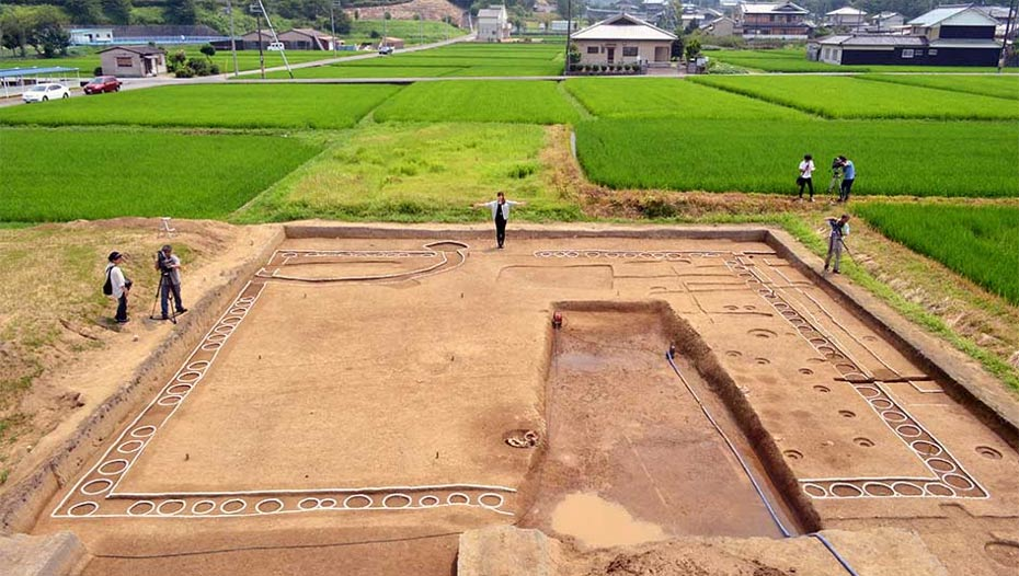 "Remnants of an ""o-kabe"" structure in Takatori, Nara Prefecture, Japan. The white holes surrounding the square are where poles had been placed. (Kazuto Tsukamoto)"