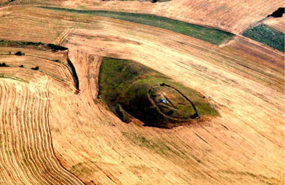 Ritual mound and geoglyph at Kanda, Republic of Macedonian.