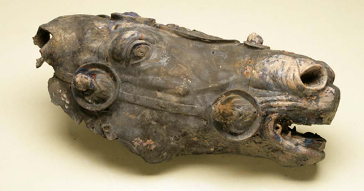 Photo of the Roman horse's head pre-restoration.