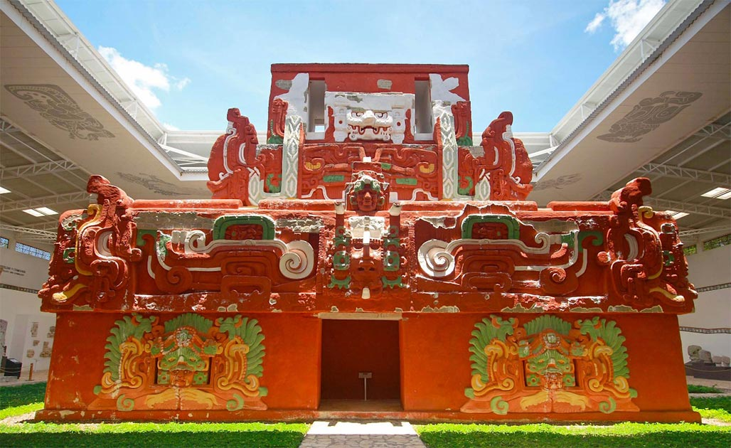 The life-size replica of Rosalila Temple at the Copan site museum. Source: Talk2winik / Public Domain.