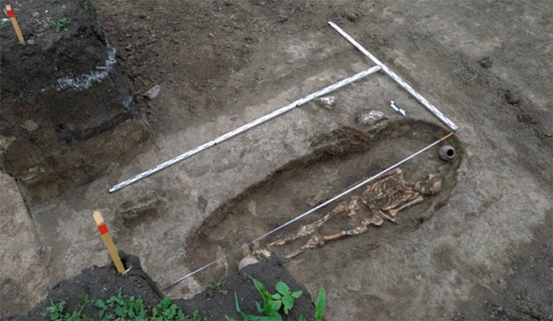 Skeleton of Sarmatian warrior discovered near Krasnodar, Russia.     Source: Russian Highways