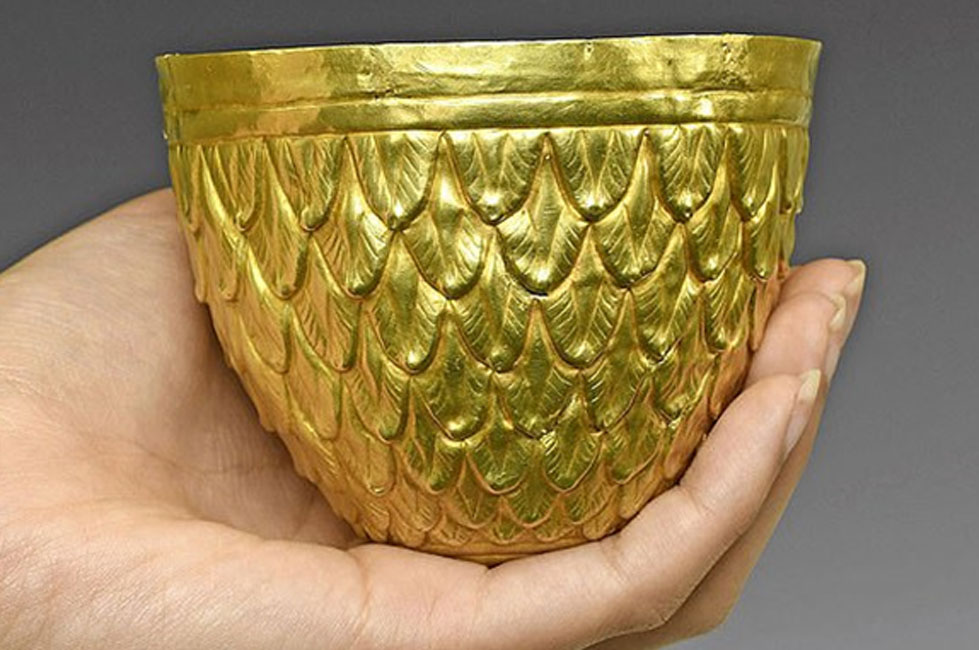 The 3000 year old Scythian gold ritual vessel is on action. Source: Timeline / Fair Use.