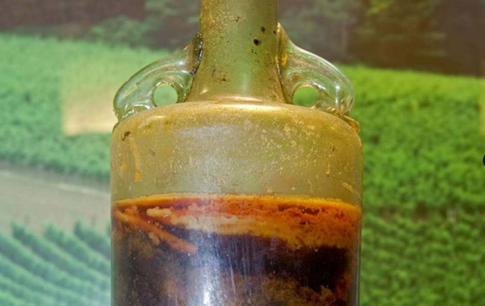 Detail of the 1650-year-old Speyer wine bottle.
