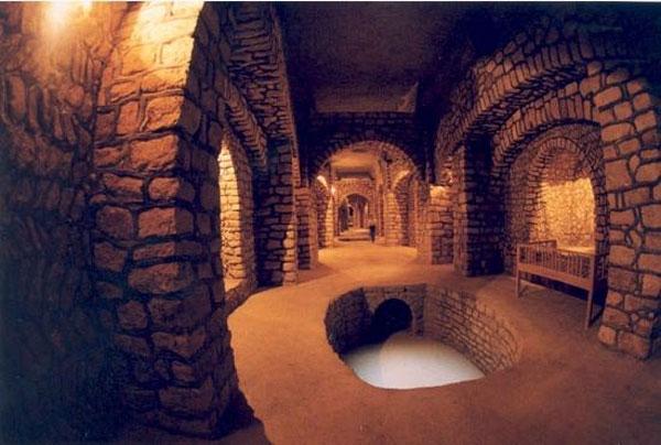The Incredible Subterranean City of Kish