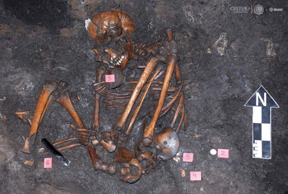 Burial at the Aztec site of Colhuacatonco belonging to the time of Spanish contact