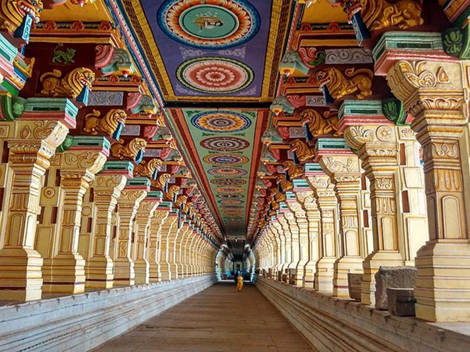A photo of the Ramanathaswamy Temple's outer corridor.