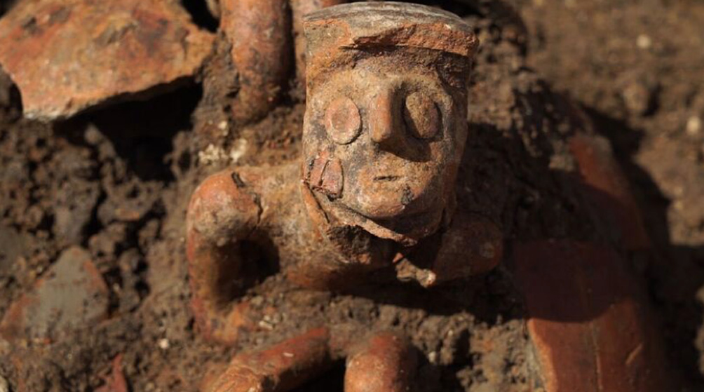 3,800-Year-Old Grave Pit Filled with Weapons and 'Thinking Man' Found in Israel