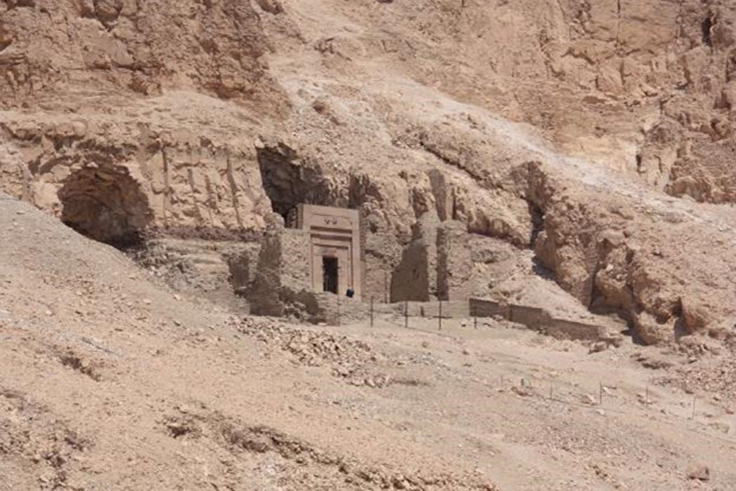 ... The Mysterious Tomb of Senenmut, Close Companion to Queen Hatshepsut