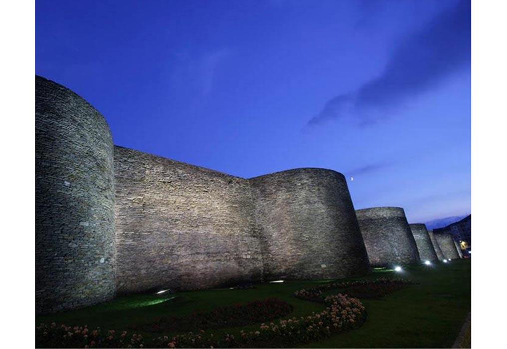 Examining the Impressive Ancient Roman Walls of Lugo