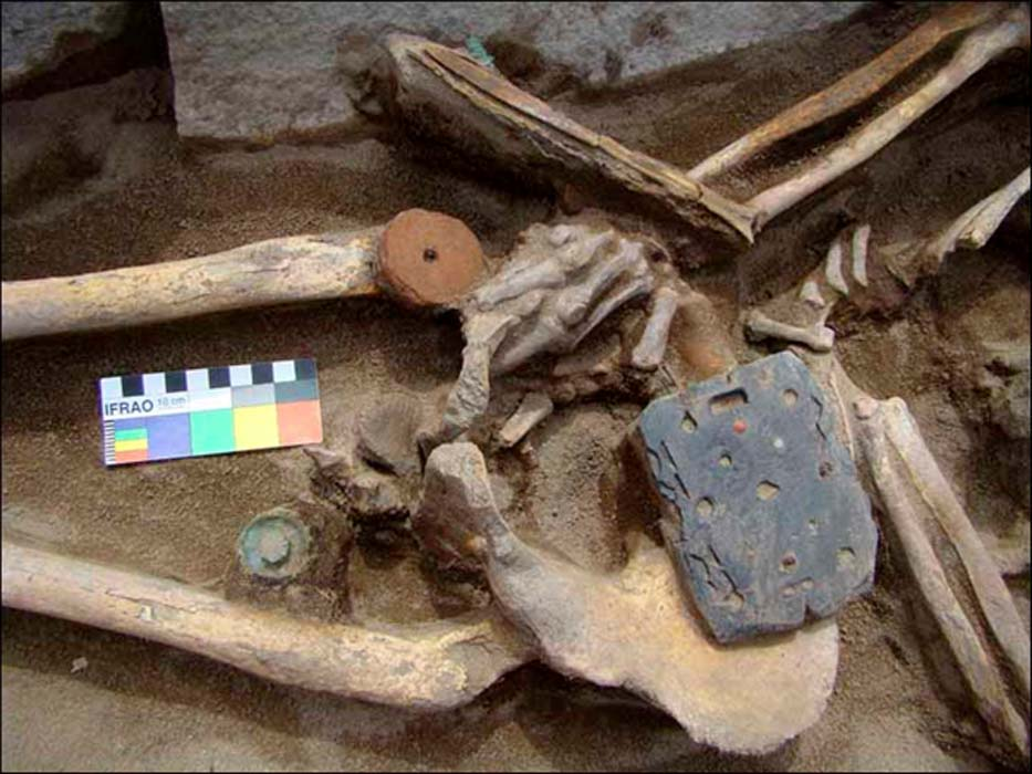Skeleton of Xiongnu female with coal buckle. Image: Marina Kilunovskaya