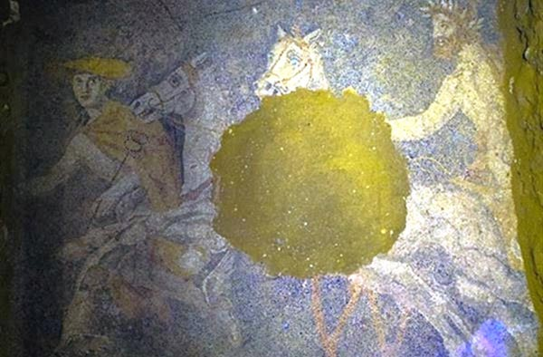 Mosaic depicting god Hermes riding chariot revealed in Amphipolis Tomb
