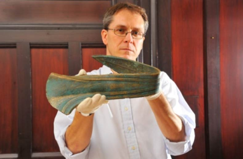 Rare ancient 3,500-year-old ceremonial dagger