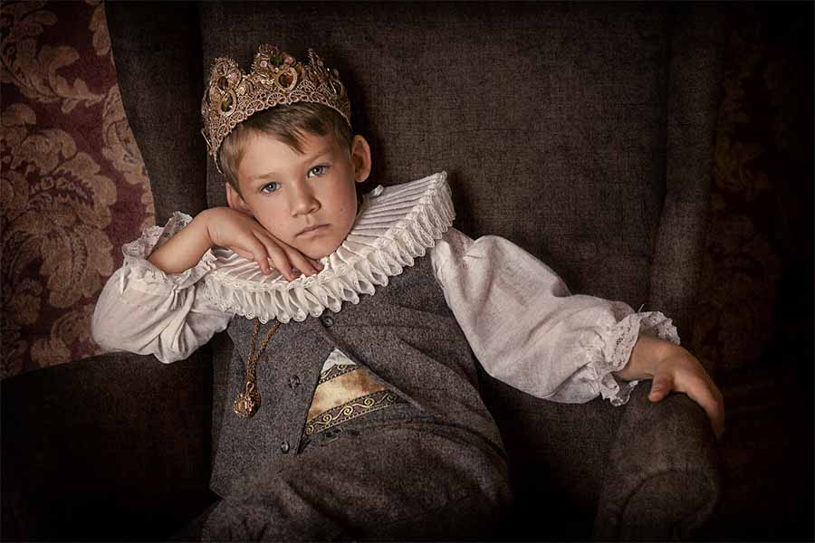 A royal child from the Middle Ages. Source: liyasov / Adobe Stock