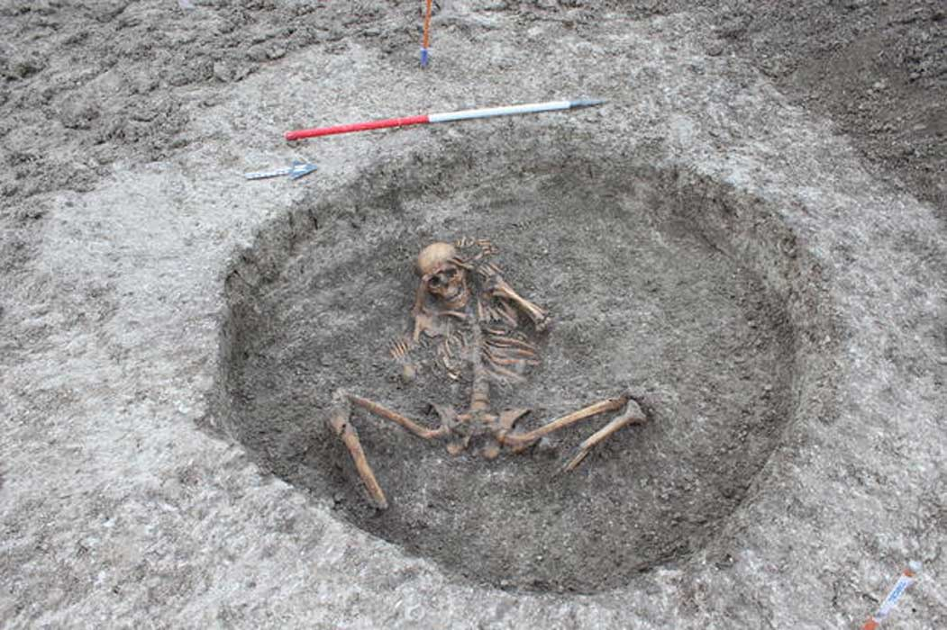 The skeleton of a woman was found in an ancient death pit in Oxfordshire, England, and it may be related to ritual human sacrifice.