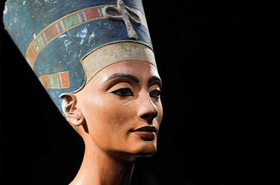 The iconic bust of Nefertiti, discovered by Ludwig Borchardt, is part of the Ägyptisches Museum Berlin collection, currently on display in the Altes Museum.