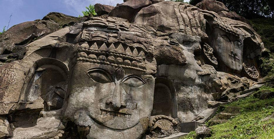 Detalle de la hermosa roca cortada tallas en Tripura.  Imágenes bajorrelieve en Unakoti son del siglo AD 11-12
