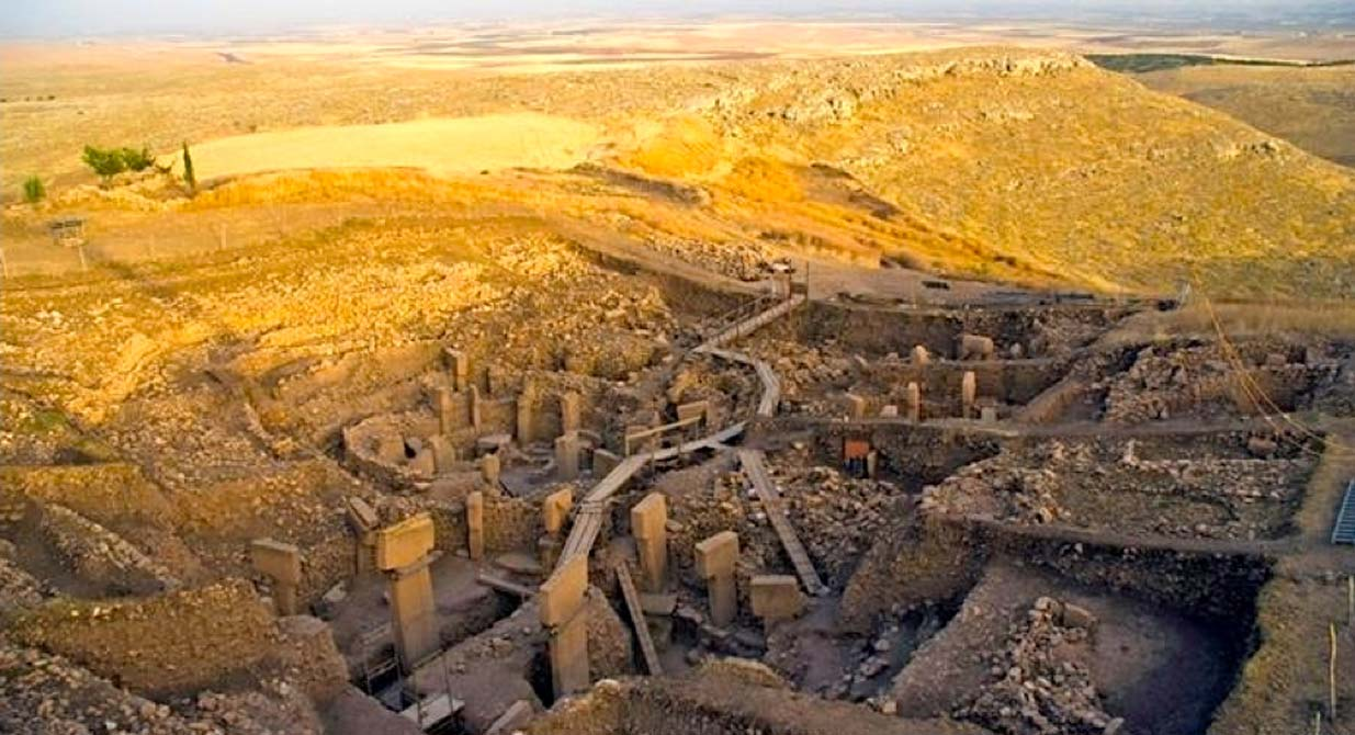 Ancient site of Göbeklitepe in Turkey, the oldest temple in the world. Source: JB Press / CC BY-SA 2.0)