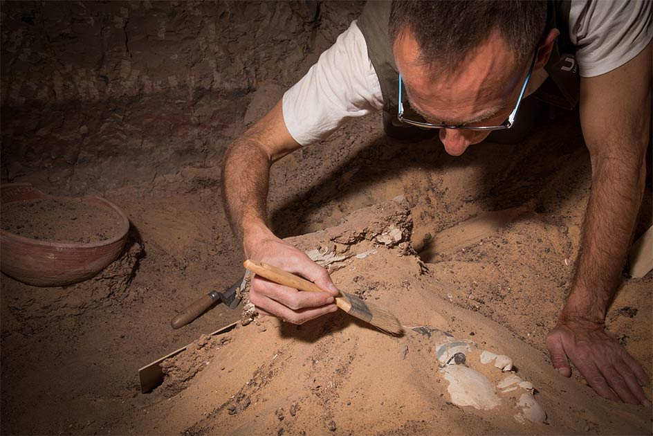 Image shows excavation work by the University of Jaen Qubbet-el Hawa Project, during which they have uncovered evidence of an ancient gynecological treatment. Source: Patricia Mora / Proyecto Qubbet-el Hawa