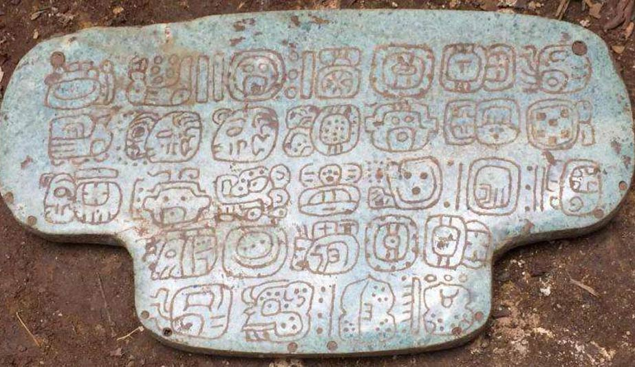 The newly-discovered jewel with 30 hieroglyphs on its back, a private message seen mostly by the king who wore it.