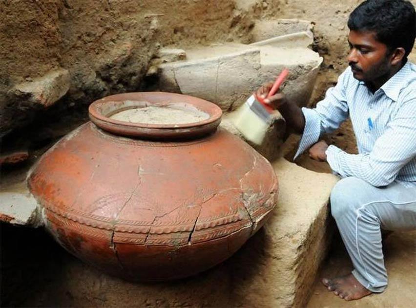 A large pot found at Keeladi. (Keeladi Tamil Civilization)