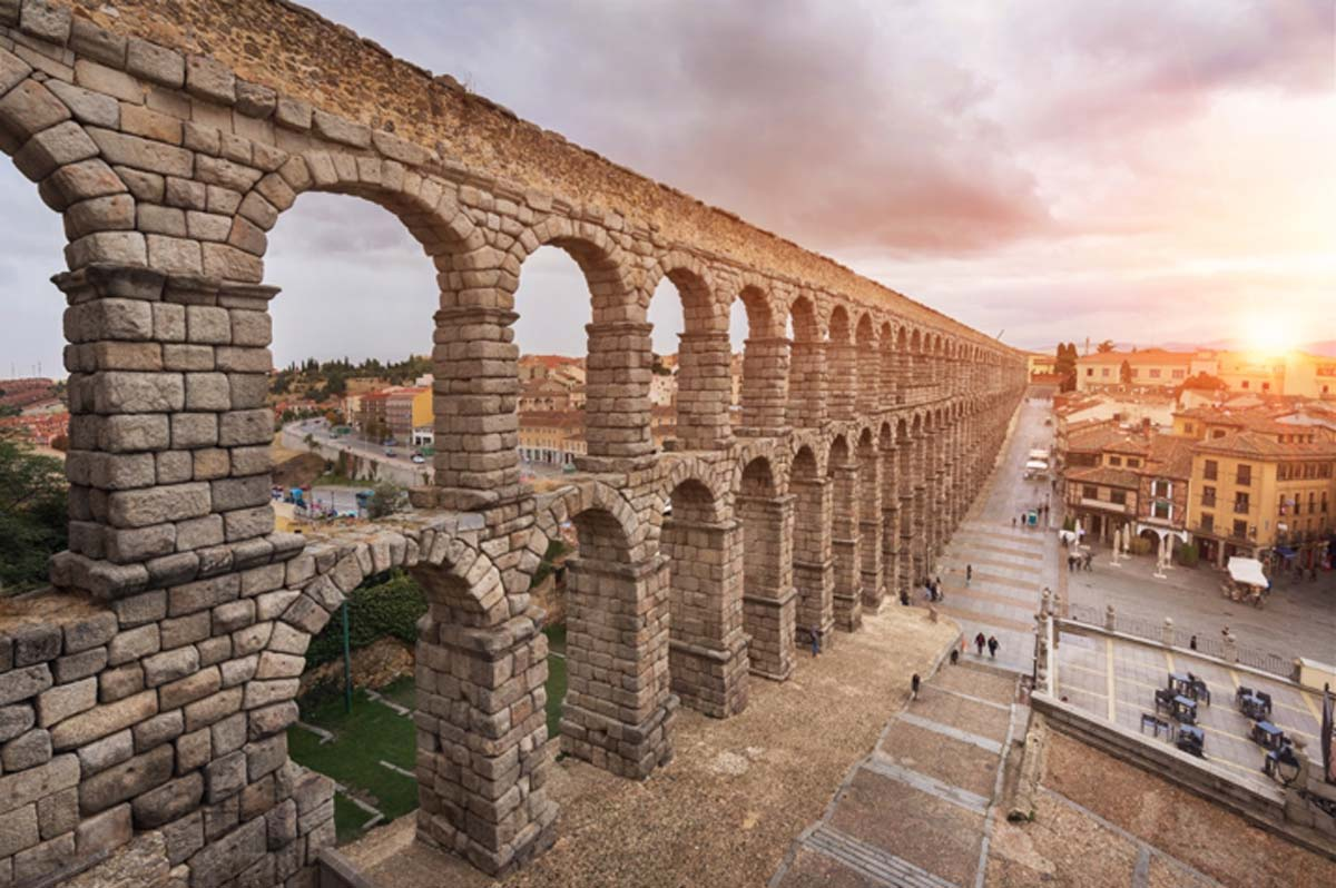 The Aqueduct of Segovia, Castilla y Leon, Spain. Source: herraez / Adobe Stock.