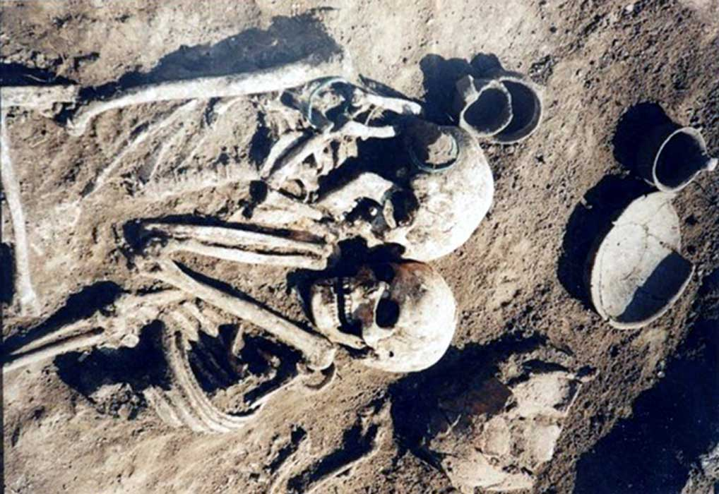 The bodies of the embracing skeletons were discovered on the edge of the western Ukrainian city of Ternopil.