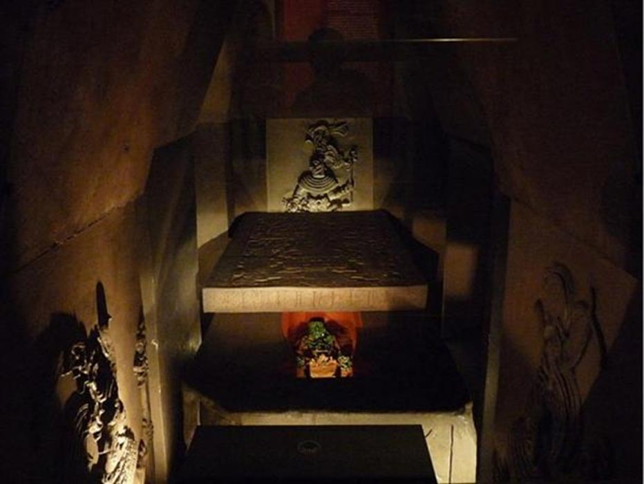 A reconstruction of Pakal's tomb in the Museo Nacional de Antropología