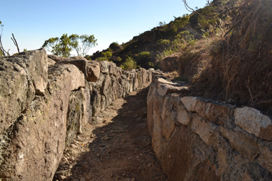 This diversion canal is part of the pre-Inca infiltration system during the dry season. Canals like this divert water during the wet season and could help stabilize the Peru water supply. Source: Musuq Briceño, CONDESAN, 2012. (Imperial College)