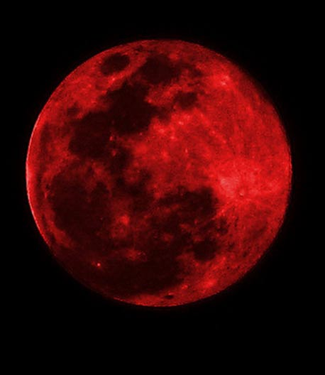 A full red moon. The people of New England believed that Judgment Day was upon them and this was bolstered by the fact that the moon glowed red.