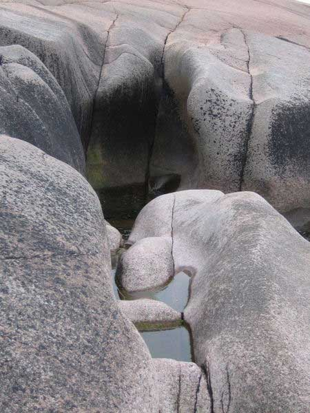 A so-called 'giant's kettle' in Blå Jungfrun national park, in Sweden. (Jochr/CC BY SA 3.0)