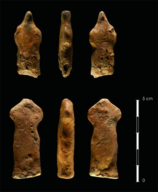 Two clay human figurines found at the bottom of a 1.6-meter-deep pit located in J 105/110 at Kharaysin. (Image: Kharaysin archaeological team / Antiquity Publications Ltd)