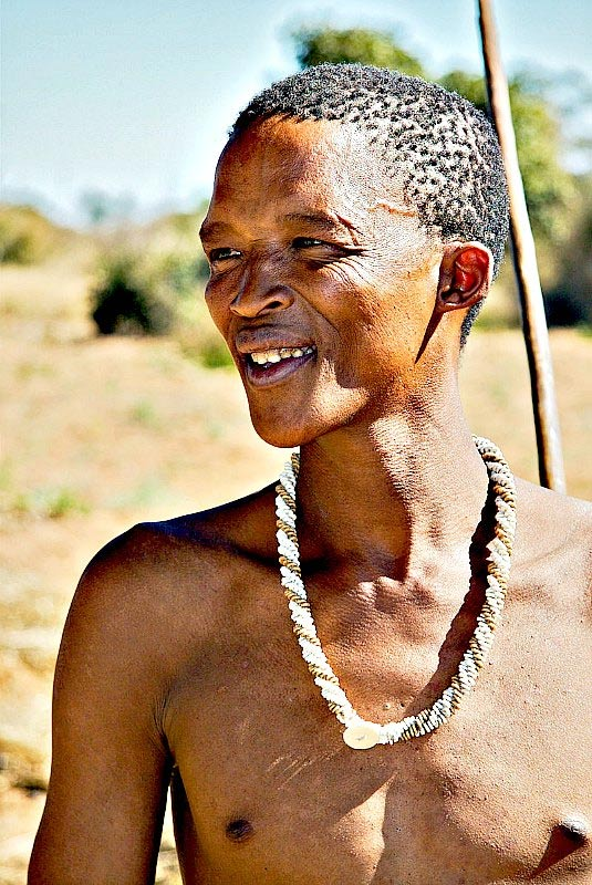 The researchers simulated a model of a real population of hunter-gatherers and farmers who acted according to certain rules. In the picture, a San in Namibia. Less than 10,000 San currently live by hunting and gathering.